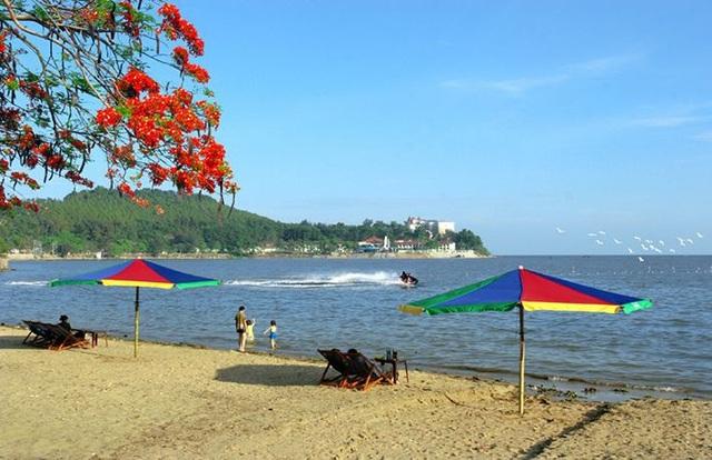 Bãi biển Đồ Sơn là một trong những bãi biển nổi tiếng ở miền Bắc.