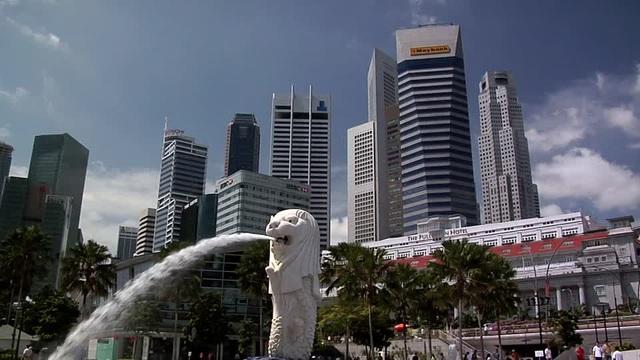 Khách sạn nằm ở trung tâm tài chính, nghệ thuật của Singapore, cách sân bay quốc tế Changi chỉ khoảng 25 phút lái xe.