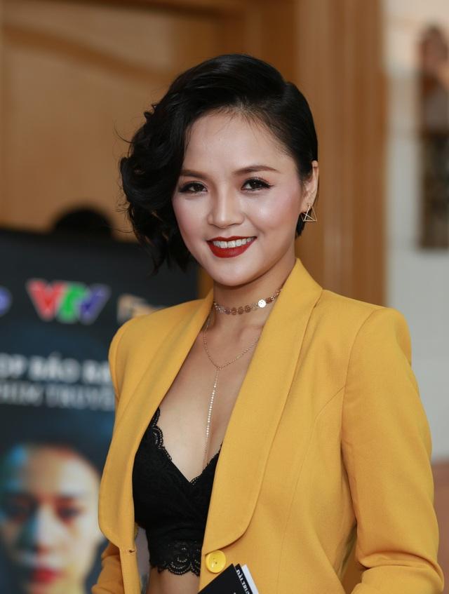 Thu Quỳnh đã chấp nhận cắt đi mái tóc dài nuôi 9 năm để vào vai diễn mới.