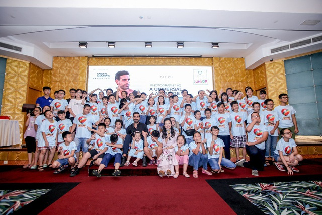 Nhiếp ảnh gia danh tiếng giao lưu tiếng Anh với học viên Việt Nam - 1
