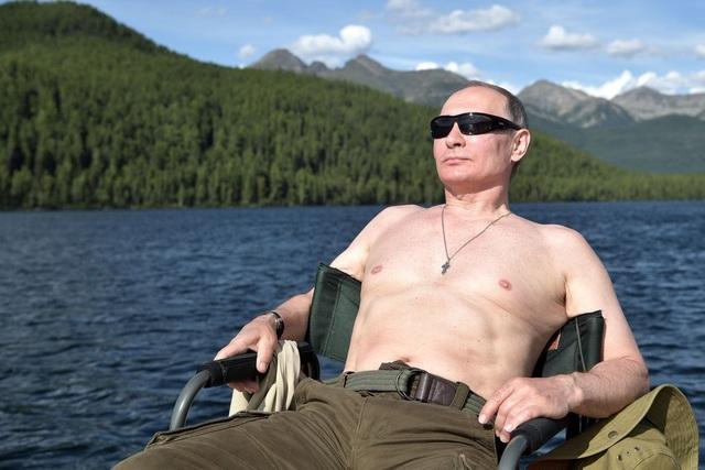 Ông Putin tham gia một chuyến câu và đi săn ở vùng Siberia. (Ảnh: Reuters)