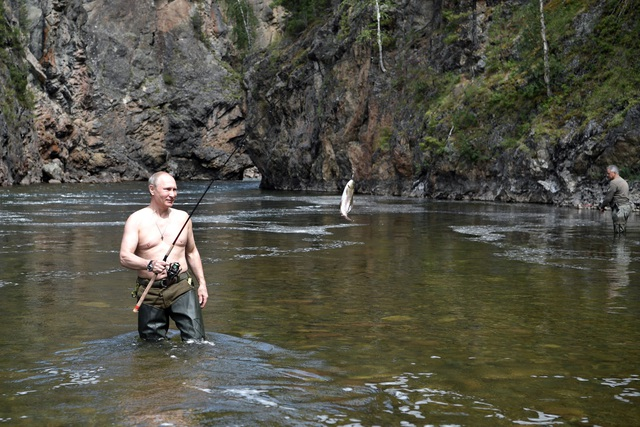 Niềm vui khi câu cá của Tổng thống Putin. (Ảnh: Sputnik)