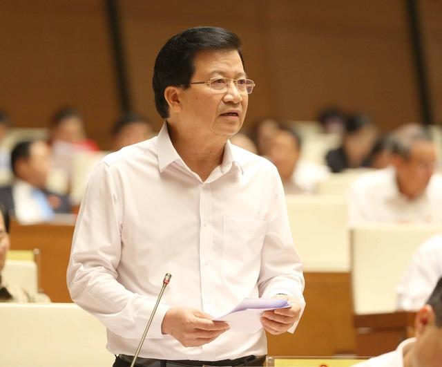 Phó Thủ tướng Trịnh Đình Dũng là người chia lửa với Bộ trưởng TN-MT trong phiên trả lời chất vấn