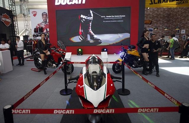 Ducati Panigale V4 Speciale là mẫu xe đắt nhất của dòng thể thao dùng động cơ V4 mới của Ducati (hai phiên bản còn lại là Panigale V4 và Panigale V4 S)