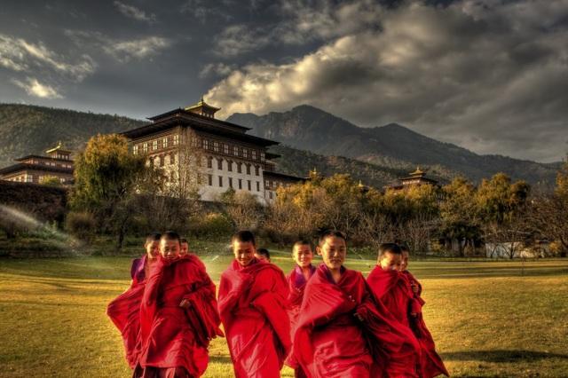 Dù là đất nước nhỏ bé, gần như tách biệt với thế giới bên ngoài nhưng Bhutan lại gây chú ý với thế giới bởi cách sống rất riêng của mình.