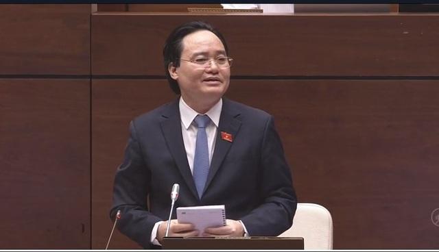 Bộ trưởng Phùng Xuân Nhạ trả lời chất vấn.