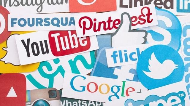 """Theo dõi mạng xã hội: Tìm kiếm thông tin hay theo dõi mọi hoạt động của """"người cũ"""" trên mạng xã hội không giúp bạn cảm thấy tốt hơn mà chỉ khiến bạn thêm tổn thương."""