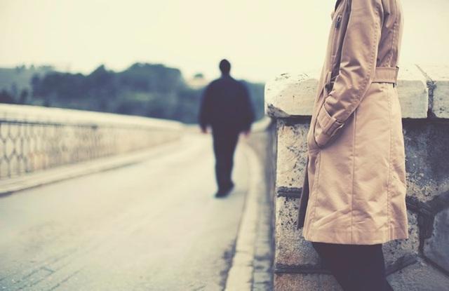 Suy đoán về hành động của đối phương: Mọi chuyện của quá khứ dù vui hay buồn cũng đã trôi qua. Đừng để một cuộc chia tay ngăn cản bạn tận hưởng một cuộc sống hạnh phúc mà bạn xứng đáng có được.
