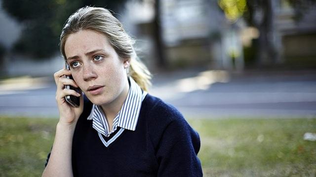 """Liên tục gọi điện cho đối phương: Điều này không chỉ khiến tình hình tồi tệ hơn mà có thể đặt bạn vào tình huống khó xử. Bạn có thể xóa số điện thoại của """"người cũ"""" hoặc đơn giản là tập trung hơn cho cuộc sống của mình."""