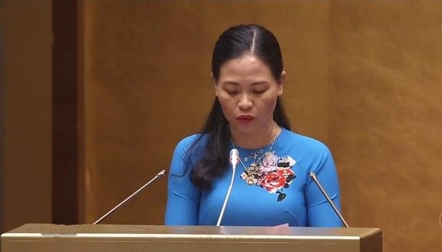 Đại biểu Nguyễn Thị Thu Dung (Thái Bình) chất vấn về vấn đề phân luồng giáo dục chưa tốt.