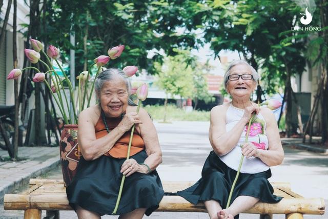 Trước buổi chụp hình khi ekip đề nghị các cụ mặc áo yếm, cả cụ Kim và cụ Yên đều rất hào hứng và vui vẻ. Thậm chí các cụ còn cho biết như được sống lại quãng thời gian tươi đẹp của tuổi trẻ.