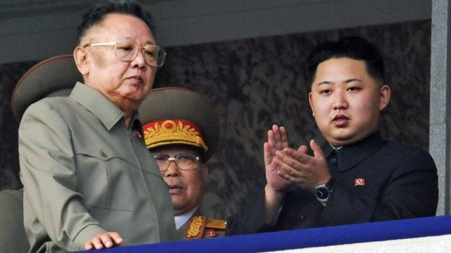 Ông Kim Jong-un và cha - cố lãnh đạo Kim Jong-il (Ảnh: KCNA)