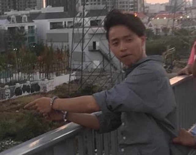 Công an đưa Lê Đăng Quang đi chỉ nơi vứt khẩu súng để thu hồi
