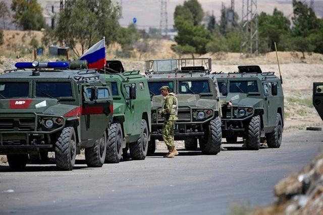 Xe quân sư Nga tại Đông Ghouta, Syria hôm 23-4. Ảnh: Reuters
