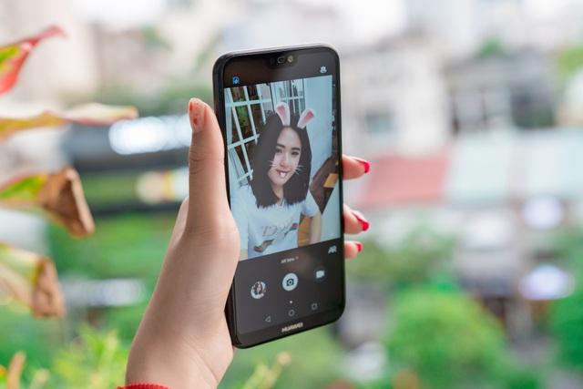 """Với những trang bị trên, Nova 3e rất xứng đáng để gọi bằng cái tên """"Smartphone tầm trung hoàn hảo nhất"""" của Huawei khiến tất cả các đối thủ khác phải dè chừng."""