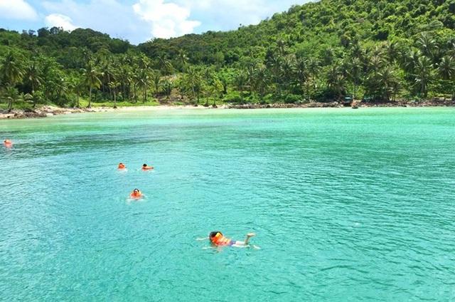 Tháng 6 thời điểm lý tưởng để tận hưởng thiên đường biển ở Nam Du. Ảnh: Nhật Tân