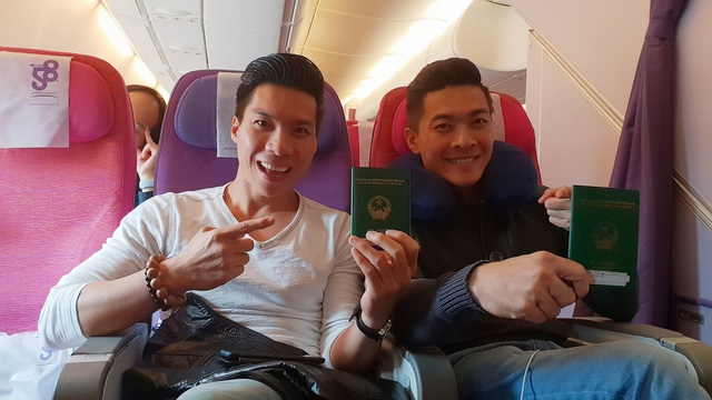 Quốc Cơ - Quốc Nghiệp cũng nhiếp ảnh gia Hải Anh đang trên đường về Việt Nam.