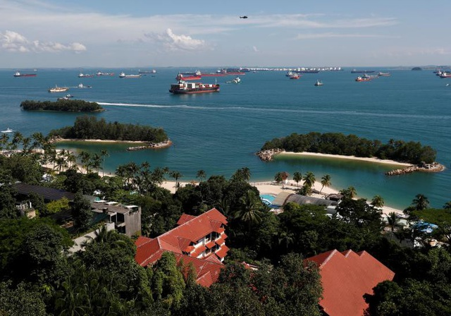 Chính quyền Singapore cho biết cảnh sát sẽ kiểm soát chặt chẽ hơn lượng người đi lại cũng như những vật dụng cá nhân mà họ mang theo trên đảo Sentosa trong thời gian diễn ra hội nghị thượng đỉnh. Các hệ thống loa đài và thiết bị bay điều khiển từ xa sẽ bị cấm tại khu vực này.