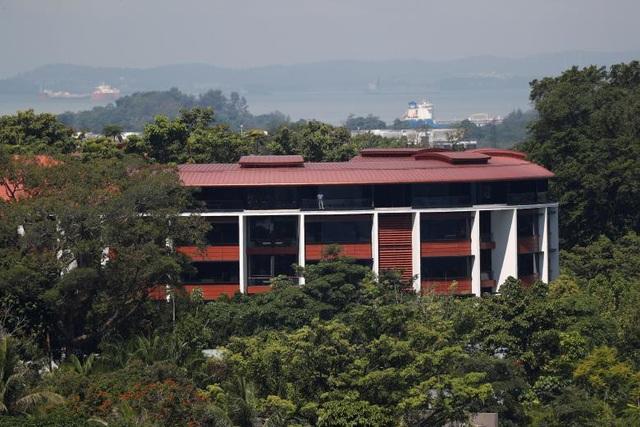 Khách sạn Capella trên đảo Sentosa, nơi diễn ra cuộc gặp giữa hai nhà lãnh đạo Mỹ - Triều, nằm giữa khuôn viên 12ha với bãi cỏ và rừng cây. Đoàn tiền trạm của Mỹ đã ở tại khách sạn này khi đàm phán với phái đoàn Triều Tiên tại Singapore hồi tuần trước.