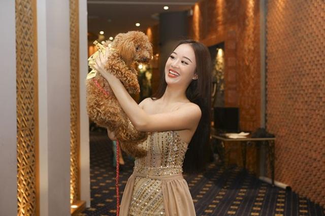 Xuất hiện ấn tượng nhất trong vòng casting mới đây có lẽ là Người đẹp Tài năng Hoàng Hải Thu của Hoa hậu Hoàn vũ Việt Nam 2017 khi cô xuất hiện cùng... thú cưng.