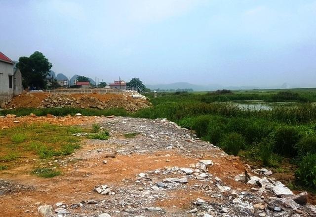 Tình trạng sông Hoạt bị san lấp để xây dựng nhà ở diễn ra tại huyện Hà Trung