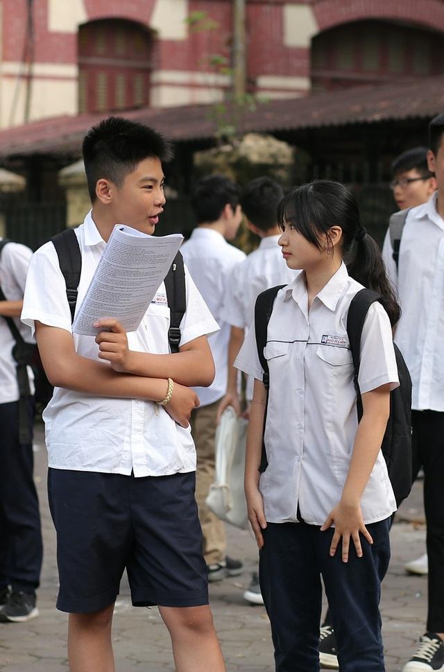 Hai học sinh trường Ngô Sĩ Liên cùng thi vào lớp 10 ở điểm thi THPT Trần Phú