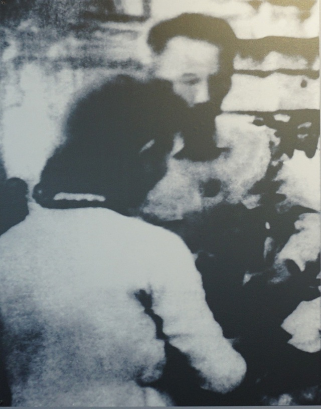 Chủ tịch Hồ Chí Minh tham gia góp gạo, cứu đói. Hà Nội, năm 1945.