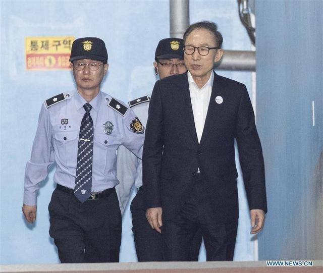 Cựu Tổng thống Lee Myung-bak được đưa tới tòa án Seoul hồi tháng 5 (Ảnh: Tân Hoa Xã)