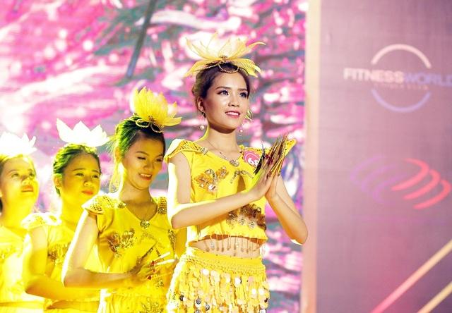 Tân hoa khôi tự tin trình diễn tiết mục múa Thiên nhãn thiên thủ