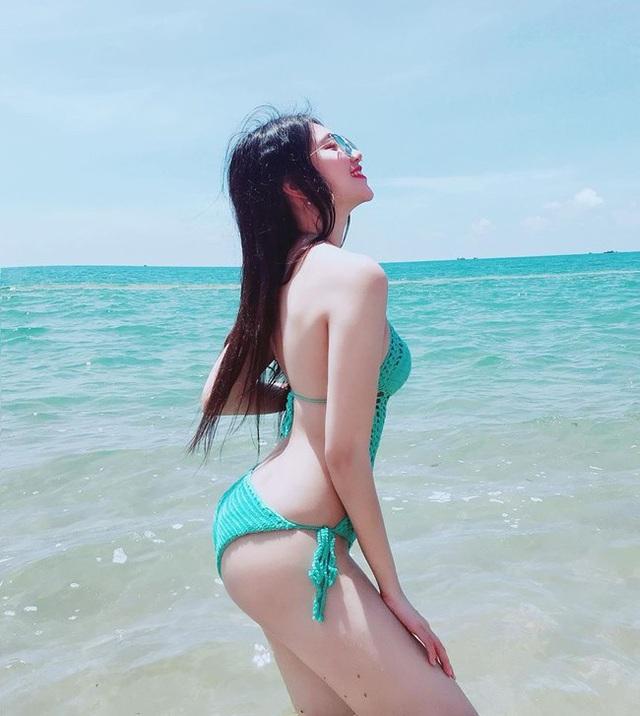 Kể từ khi xuất hiện trong bức ảnh ba chị em họ Hồ gây bão dân mạng đầu năm 2017, Hồ Ngọc Ý Nhi (sinh năm 1999) là cái tên luôn gây chú ý mỗi khi xuất hiện.