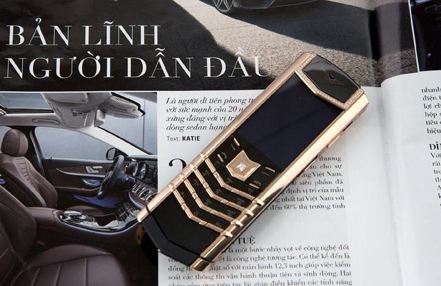 Chiếc điện thoại Vertu đính kim cương có giá gần 1 tỷ đồng