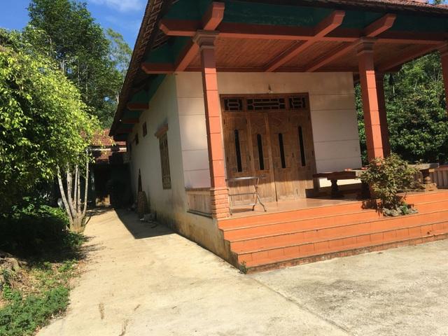 Căn nhà ở tạm nơi trang trại của lão Trần Tiến