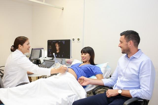 Siêu mẫu Hà Anh và ông xã chọn sinh con đầu lòng tại bệnh viện chuẩn 5 sao - 5
