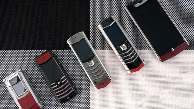 Những chiếc điện thoại được anh Thái thỉnh thoảng mang ra ngắm nghía, lau chùi sạch sẽ