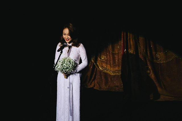 Cô theo học lớp Thanh nhạc, Học viện Âm nhạc Quốc gia Việt Nam.
