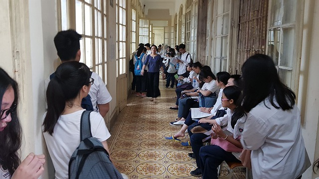 Sáng 7/6, 95.000 thí sinh Hà Nội thi tuyển sinh lớp 10 THPT.