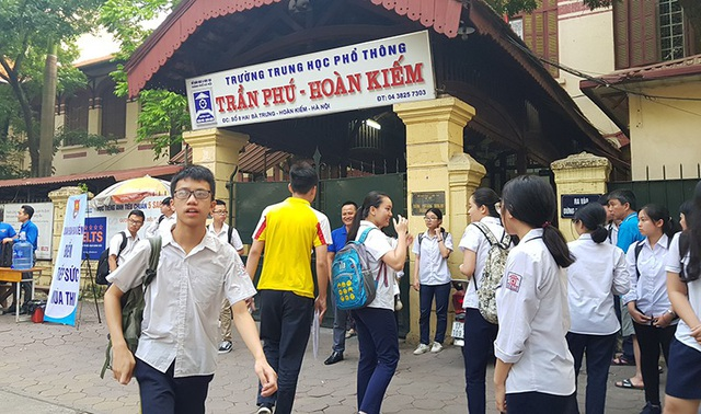 Tại trường THPT Trần Phú, thí sinh có mặt từ 6h để chuẩn bị.