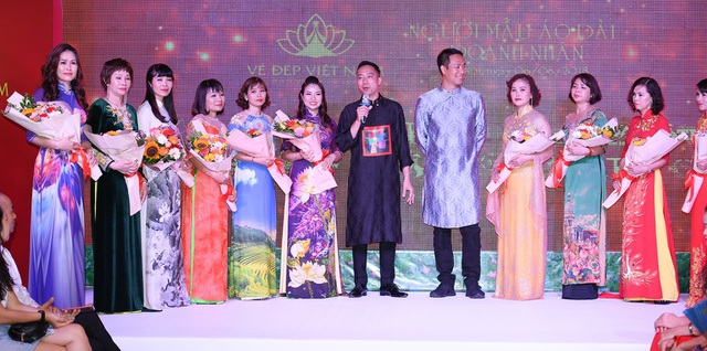NTK Đỗ Trịnh Hoài Nam, Đạo diễn Quang Tú cùng các người mẫu đặc biệt của Người mẫu Áo dài Doanh nhân.