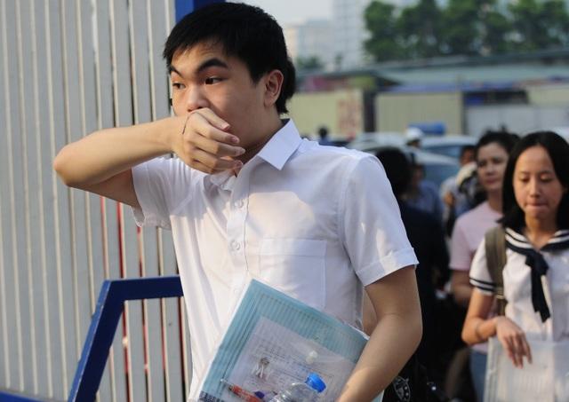 Phụ huynh và học sinh Hà Nội rơi vào cuộc chạy đua bở hơi tai vì cách thức tuyển sinh thiếu hợp lý.