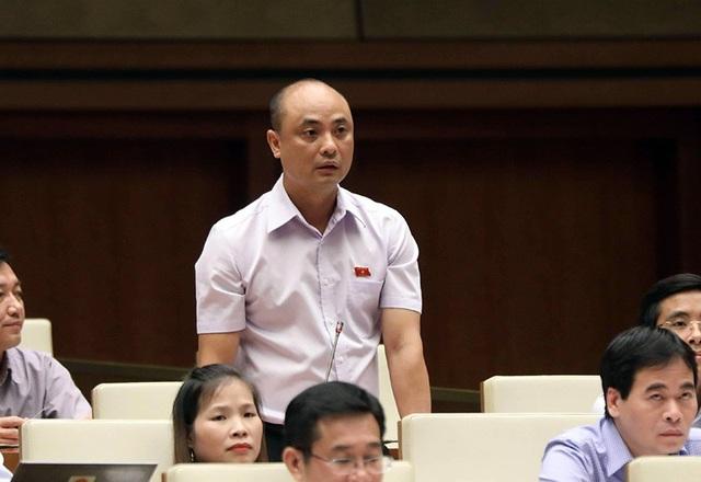 Đại biểu Nguyễn Phương Tuấn băn khoăn việc đưa cảnh sát biển thuộc lực lượng vũ trang nhân dân. (Ảnh: Như Phúc)