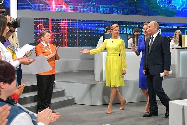 Tổng thống Putin đã trả lời 79 câu hỏi được lựa chọn và tổng hợp từ hàng loạt câu hỏi gửi về cho ông trong cuộc đối thoại trực tuyến thường niên kéo dài hơn 4 giờ đồng hồ hôm qua 7/6.