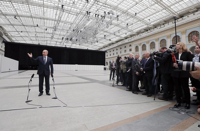 Tổng thống Putin trả lời câu hỏi của truyền thông.