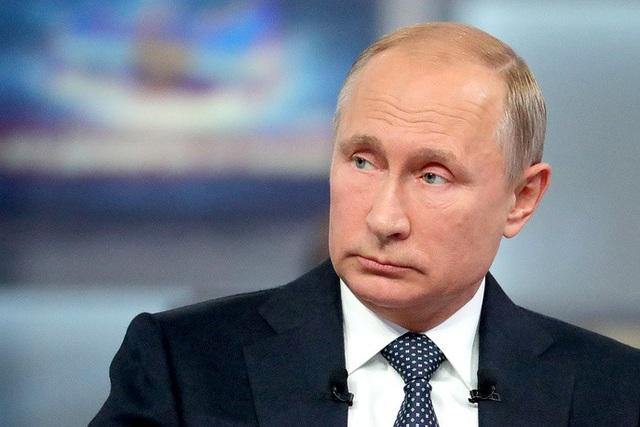 Ngay cả đời tư của nhà lãnh đạo Nga cũng được người dân chất vấn. Ông Putin nói rằng ông đã hy sinh đời sống riêng tư để trở thành tổng thống Nga.