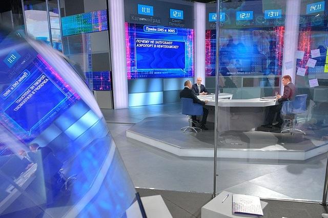 Trong cuộc đối thoại, Tổng thống Putin có thể nói chuyện trực tiếp với từng quan chức để kịp thời trả lời bất kỳ câu hỏi nào của người dân liên quan tới từng lĩnh vực. Những thắc mắc của người dân sẽ được nêu công khai và các quan chức được yêu cầu đưa ra câu trả lời trực tiếp về lĩnh vực mình quản lý.