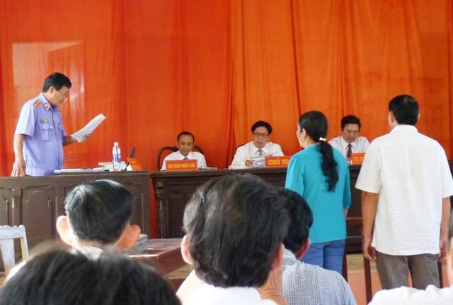 Theo giấy triệu tập, sáng 11/6 phiên tòa sơ thẩm lần 4, xét xử vụ vợ chồng ông Trần Kiều Hưng bị truy tố tội hủy hoại rừng sẽ diễn ra