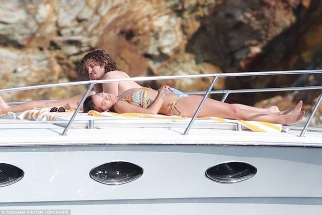 Rita Ora chỉ mới hẹn hò với Andrew Watt