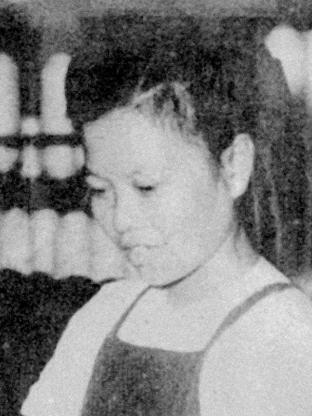 Bà Nguyễn Thị Thạc - Kiện tướng đứng máy sợi của nhà máy Dệt Nam Định - Anh hùng Lao động, năm 1962. (Ảnh sưu tầm).