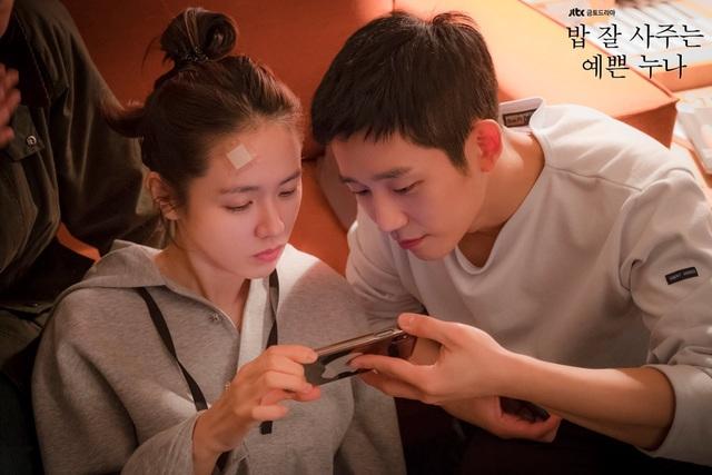 """Anh vào vai nam chính Joon Hee, đóng cặp với đàn chị Son Ye Jin (vai Yoon In Ah). Sau vai diễn anh được các khán giả yêu mến gọi bằng biệt danh """"Hoàng tử có nụ cười tỏa nắng"""", """"nam thần"""". Tên tuổi của anh cũng bỗng chốc vụt lên hạng A dàn diễn viên hot nhất xứ kim chi ở thời điểm hiện tại."""