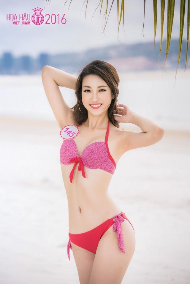 """Trong số 30 thí sinh của vòng Chung kết Hoa hậu Việt Nam 2016, Đỗ Mỹ Linh (SBD 145) được xem là người có đường cong """"chuẩn"""" nhất cuộc thi."""