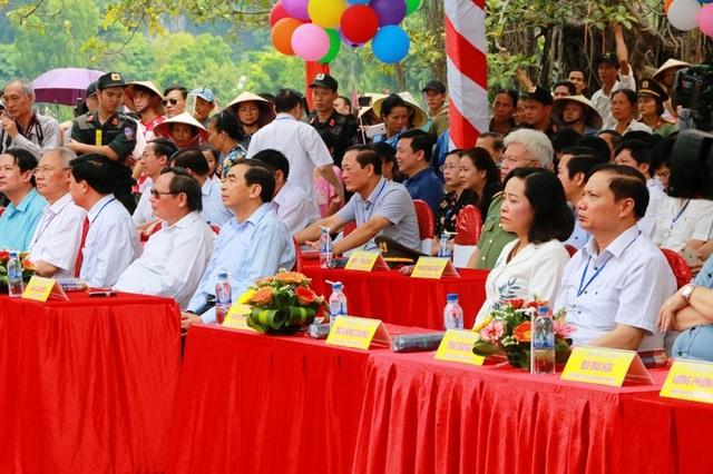 Các đại biểu dự lễ khai mạc Tuần du lịch Ninh Bình Sắc vàng Tam Cốc - Tràng An năm 2018.
